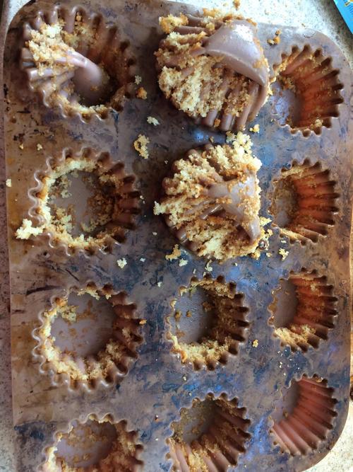 Надо ли смазывать бумажные формочки для кексов