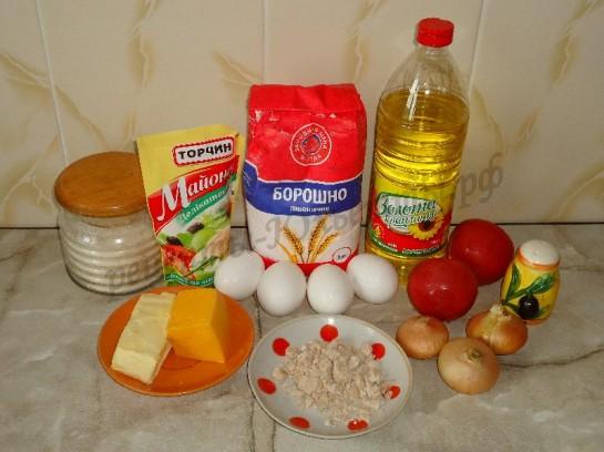 ингредиенты для пиццы с сыром и помидорами