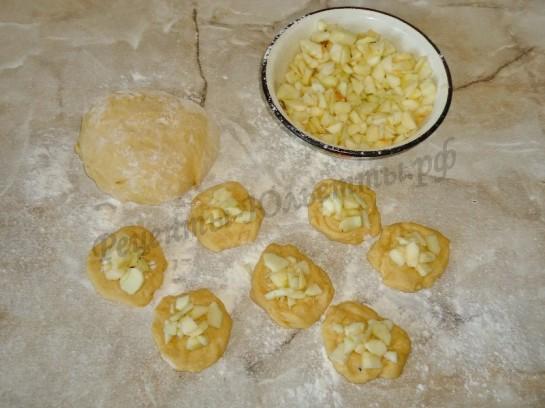 жареные пирожки с яблоком фото 3