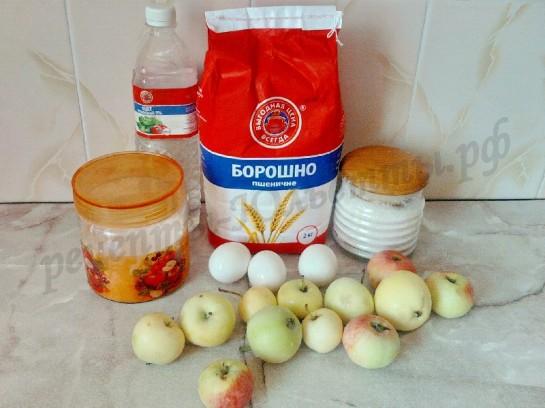 ингредиенты для бисквитной шарлотки с яблоками