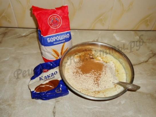 замешиваем шоколадное тесто