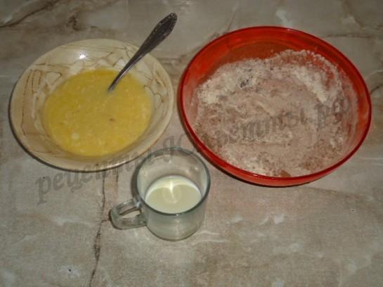 соединяем сухую, жидкую смесь и молоко
