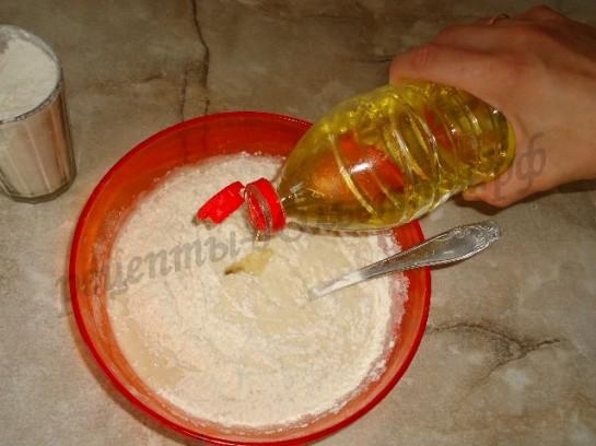 добавляем подсолнечное масло