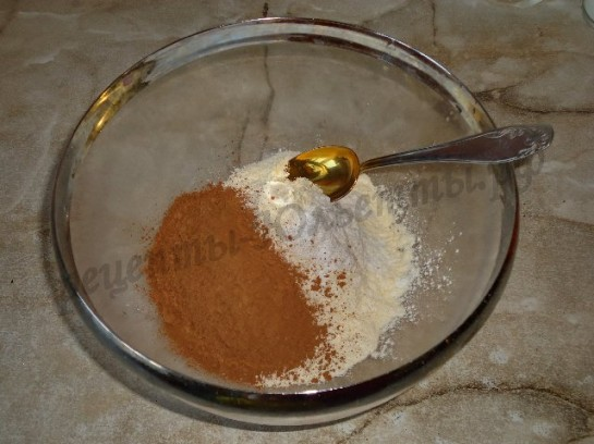 смешиваем сухие ингредиенты, кроме сахара