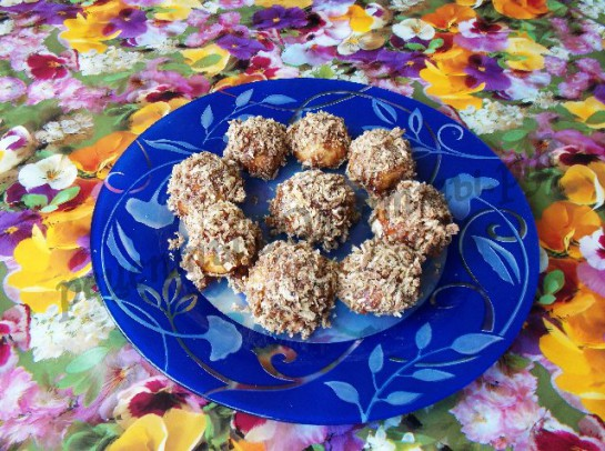 выкладываем готовые печеньки на блюдо