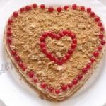 торт в виде сердца готов