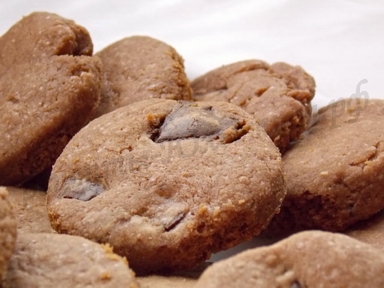 песочное шоколадное печенье с шоколадной крошкой