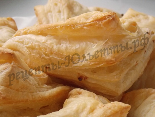 хачапури из слоеного теста с адыгейским сыром
