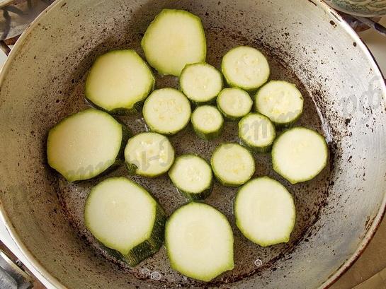 пассеруем кабачок на растительном масле