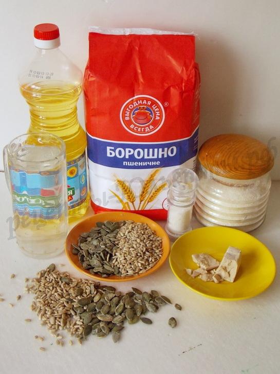 ингредиенты для домашнего хлеба с семечками
