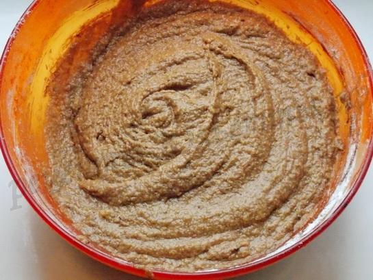 перемешиваем тесто для шоколадного манника