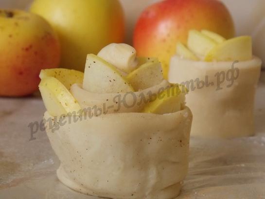 получаются яблочные розочки!