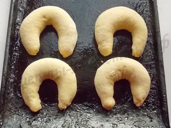 выкладываем булочки на смазанный маслом противень