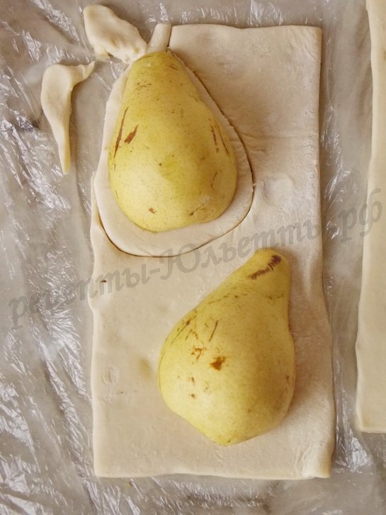 вырезаем слойки по форме груши