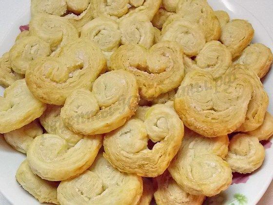 готовое печенье высыпаем в тарелку