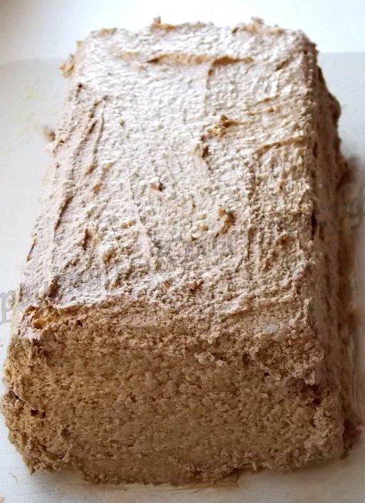 обмазываем тортик кремом со всех сторон