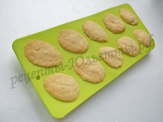выпекаем печенье до золотистого цвета