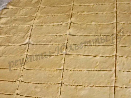 режем тесто полосками