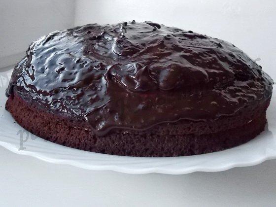 поливаем торт шоколадной глазурью
