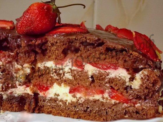 клубничный шоколадный торт