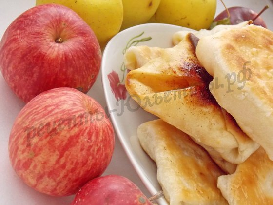 плацинды с яблоками готовы