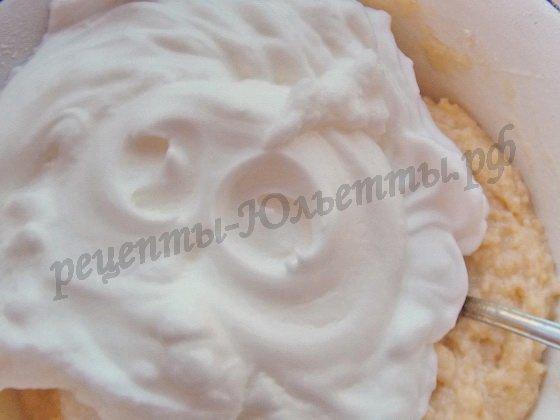 добавим в тесто взбитые белки