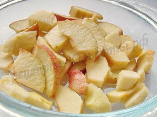 нарежем яблоки ломтиками