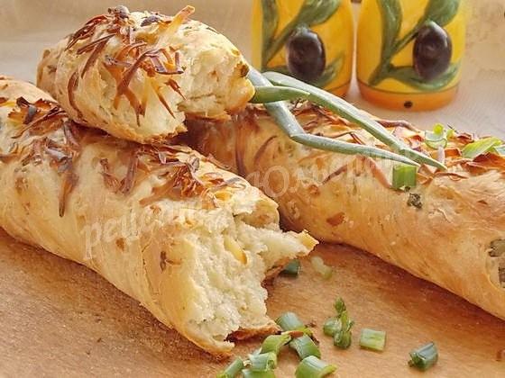 вкусные багеты с сыром и зеленью