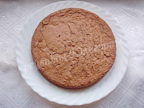 выложим кекс на блюдо
