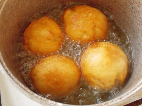 жарим пончики во фритюре
