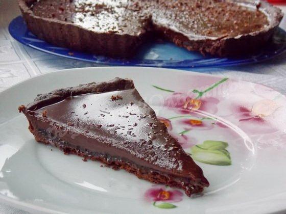 шоколадный тарт с чёрной смородиной