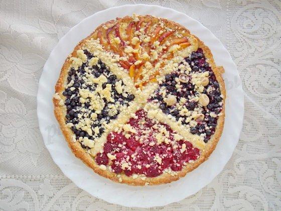 песочный пирог с ягодами и фруктами