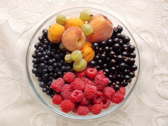 ягоды и фрукты для 4-цветного пирога