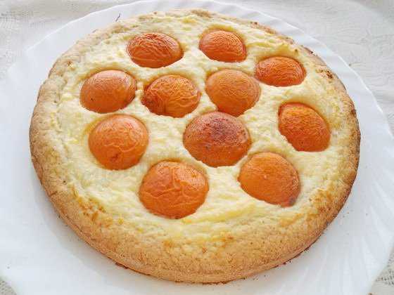 перемещаем пирог на блюдо