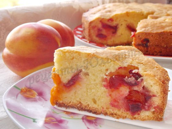 пышный пирог со сливами