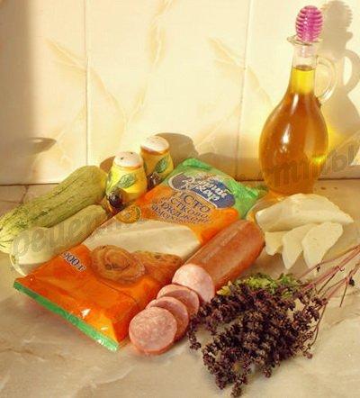 ингредиенты для слоёного пирога с кабачками, брынзой  и ветчиной