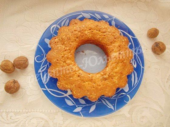 перекладываем кекс на блюдо