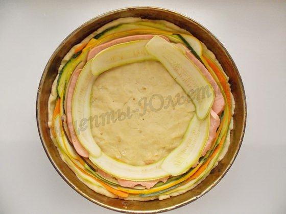 выкладываем полоски овощей по кругу