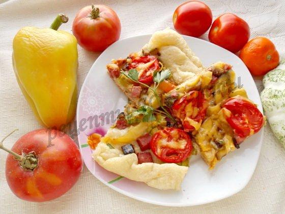 пицца с овощами из слоёного теста