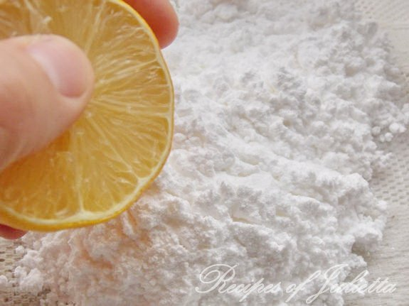 mix the sugar powder with the lemon juice