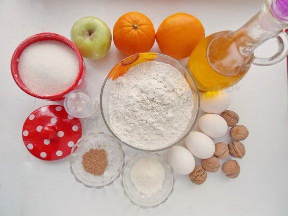 кекс на апельсиновом соке с яблоками и орехами