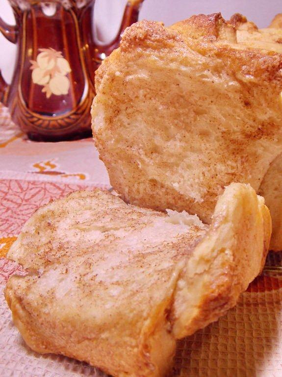 слоёный хлеб с сахаром и корицей