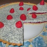 тарт с малиной, белым шоколадом и маком