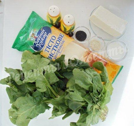 ингредиенты для слоёного пирога со шпинатом и брынзой
