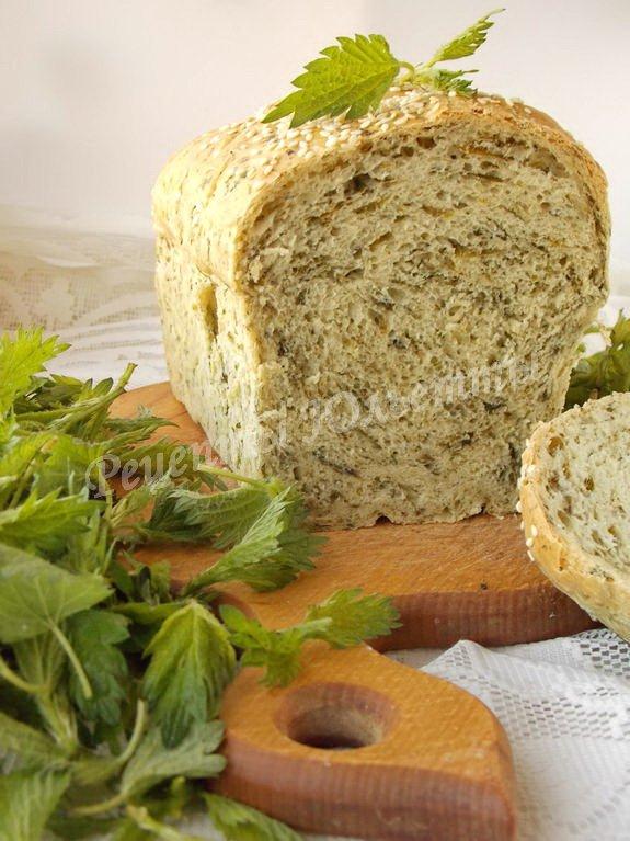 хлеб с крапивой, укропом и чесноком
