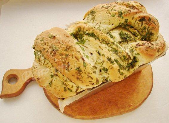 выпекаем хлеб со свежей зеленью