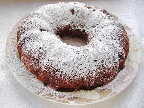выкладываем чуть остывший манник на блюдо и посыпаем сахарной пудрой