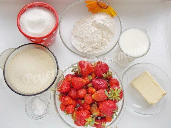 ингредиенты для  манника на кефире с клубникой