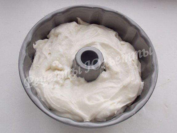 выложим тесто в формочку