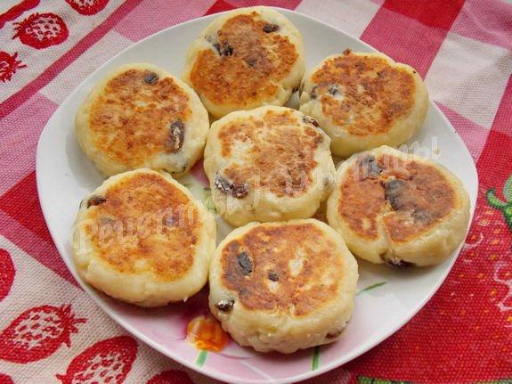 перекладываем сырники на тарелку